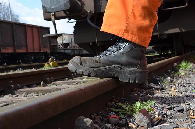 נעלי עבודה בטיחותית